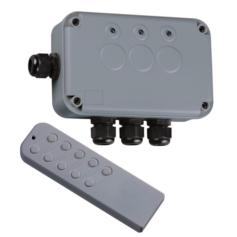 Knightsbridge IP66 13A 3Gang Remote Controlled Outdoor Switch Socket IP663G